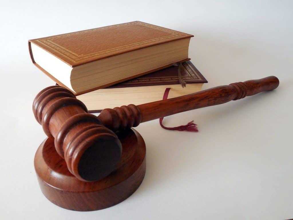 כלי משפטי וספרים