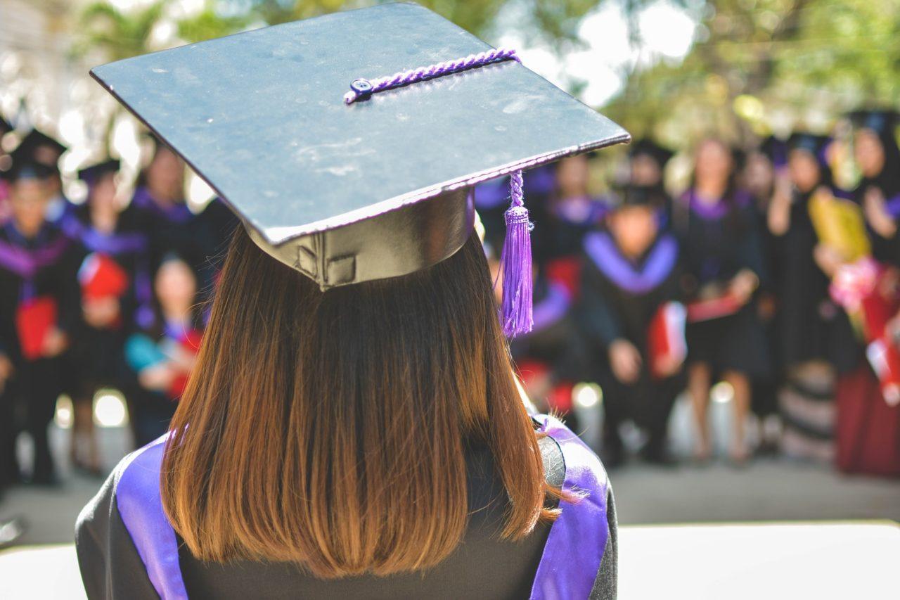 סטודנטית בטקס סיום התואר - אילוסטרציה